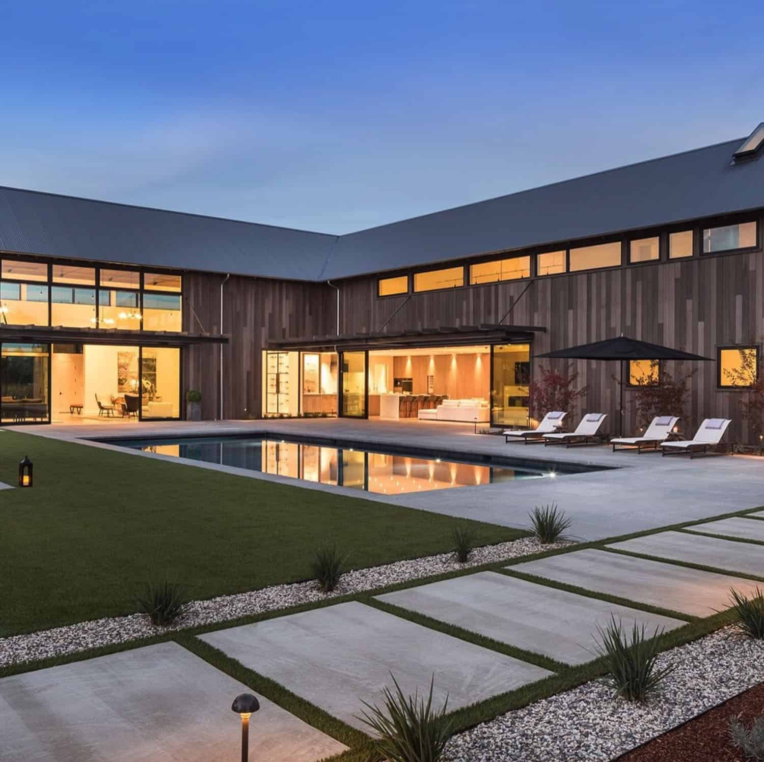 contemporary-pool
