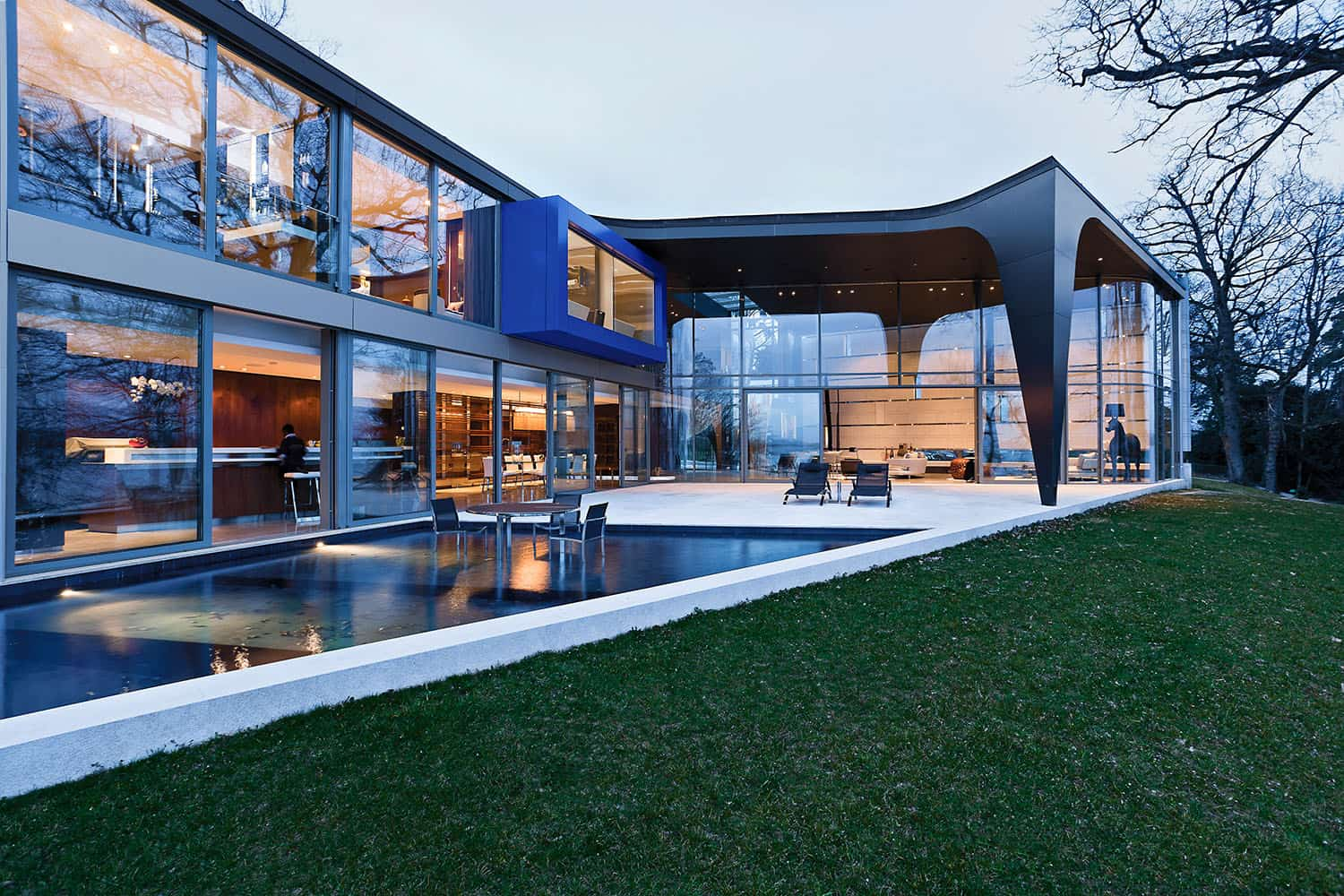 contemporary-lake-house-pool