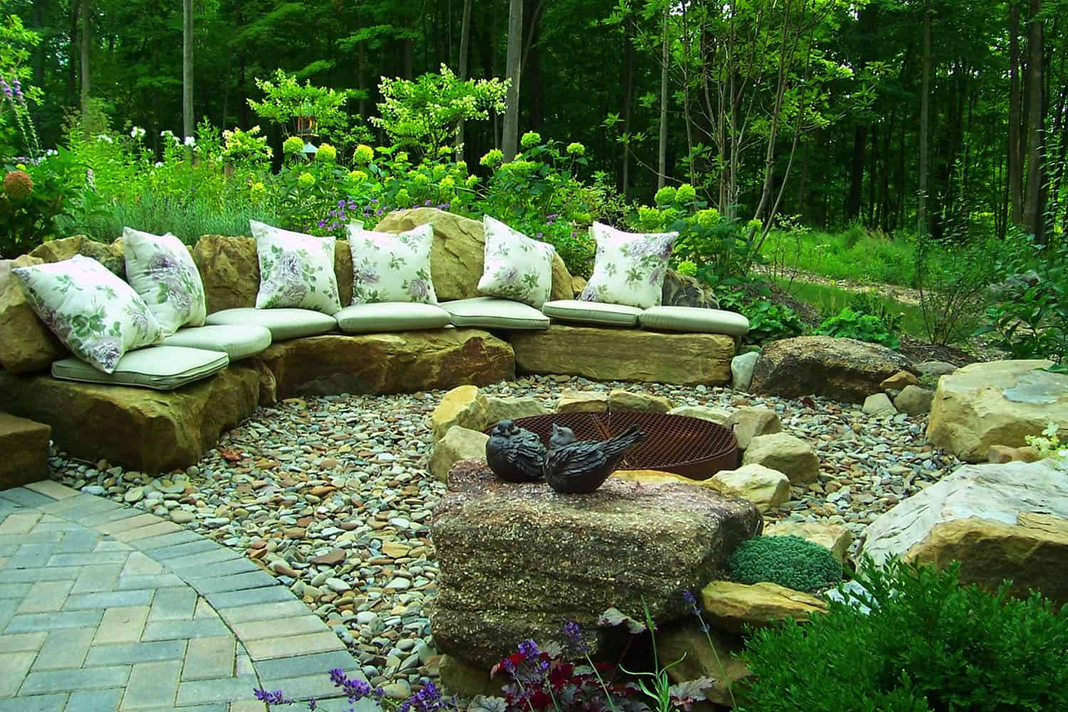 backyard-garden-ideas-with-cozy-fire-pits