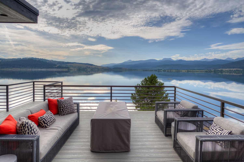 modern-lake-house-deck