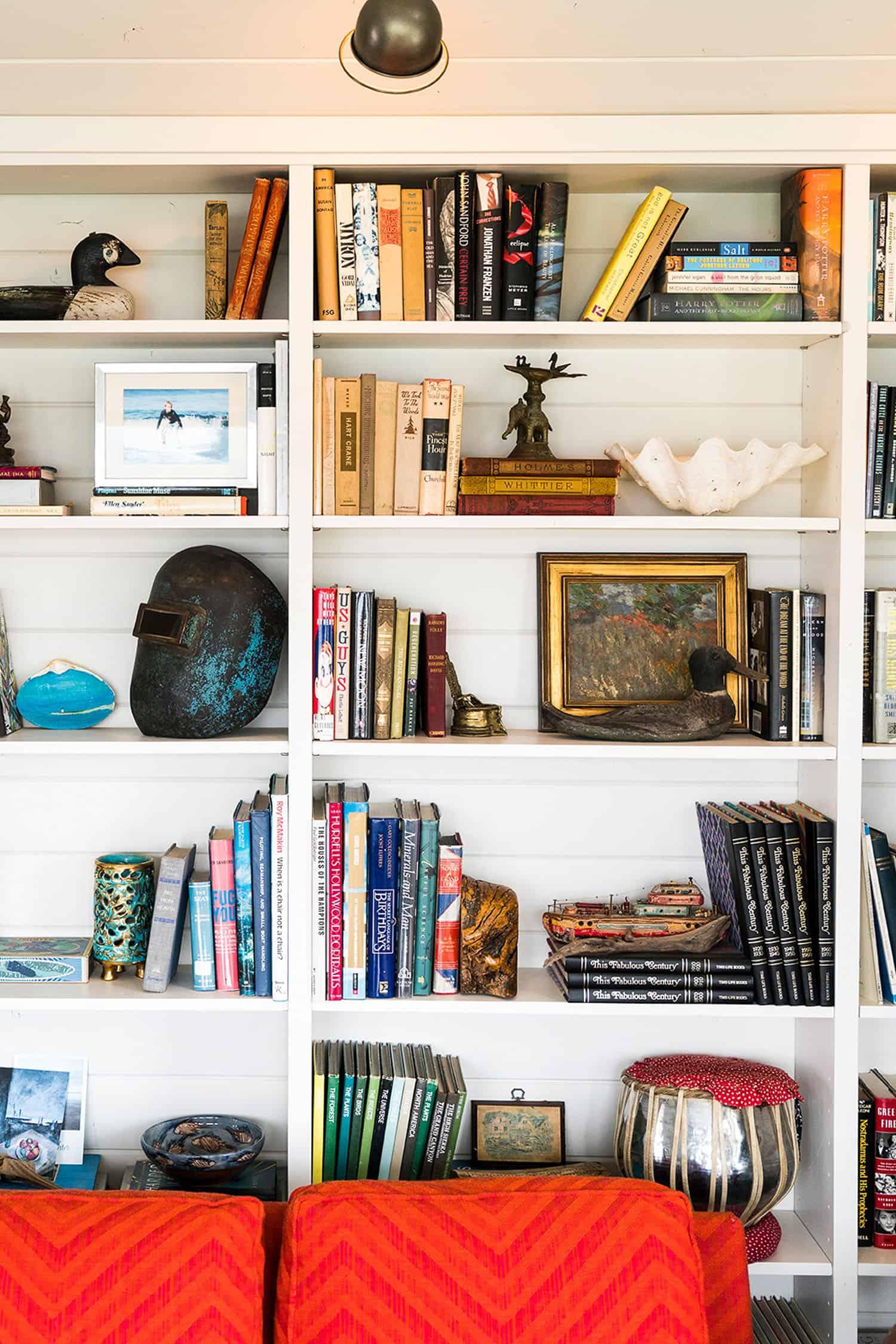 cabin-living-room-bookshelf