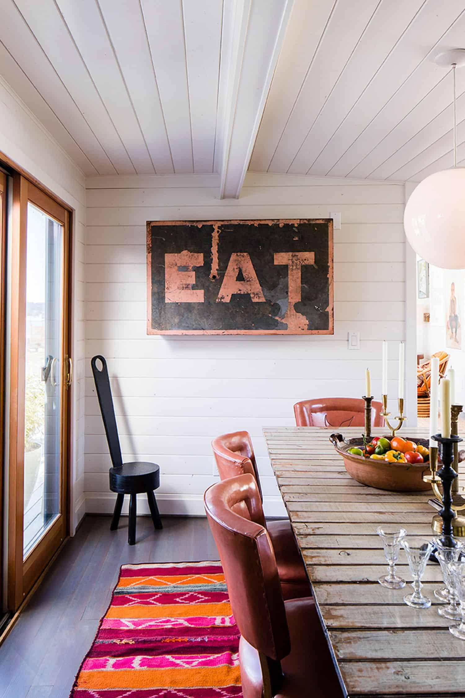cabin-dining-room