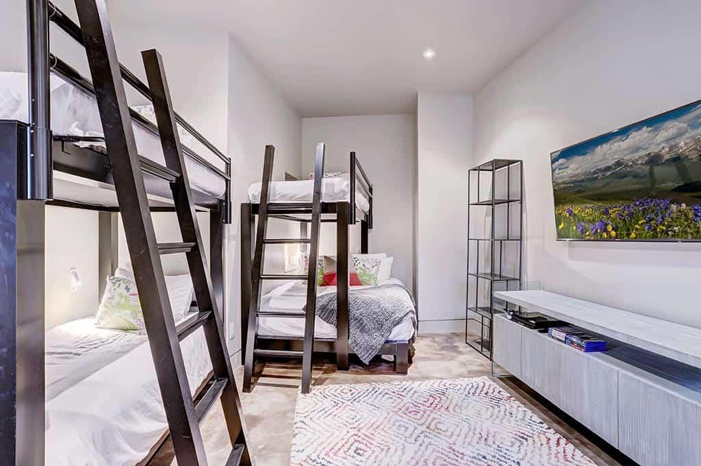 modern-mountain-bunk-bedroom