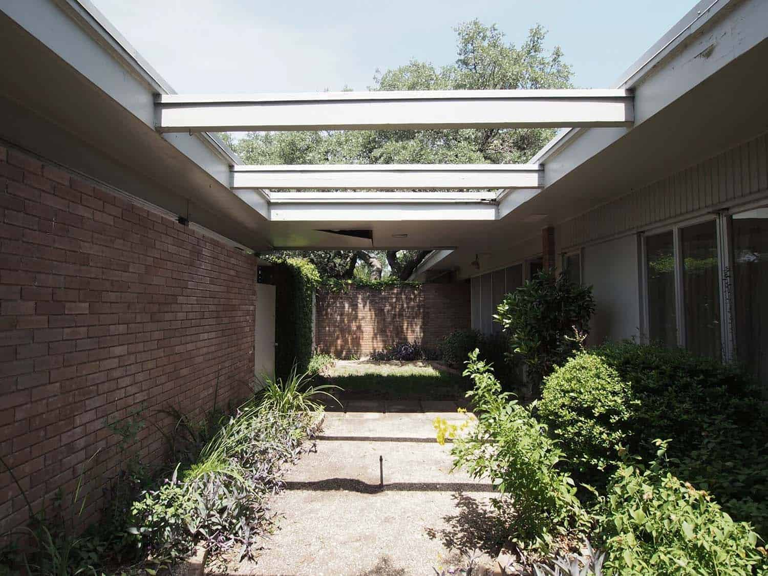 mid-century-modern-home-before-image