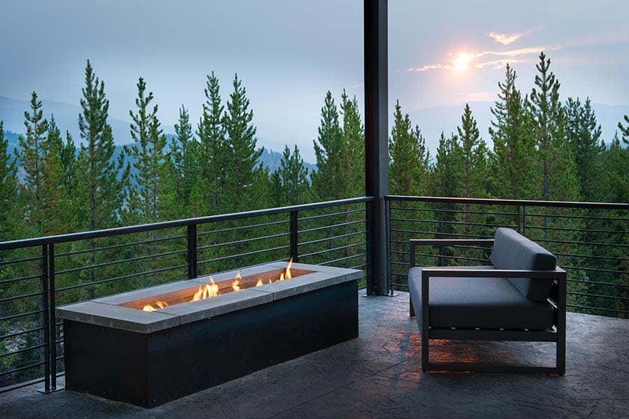 modern-alpine-home-balcony