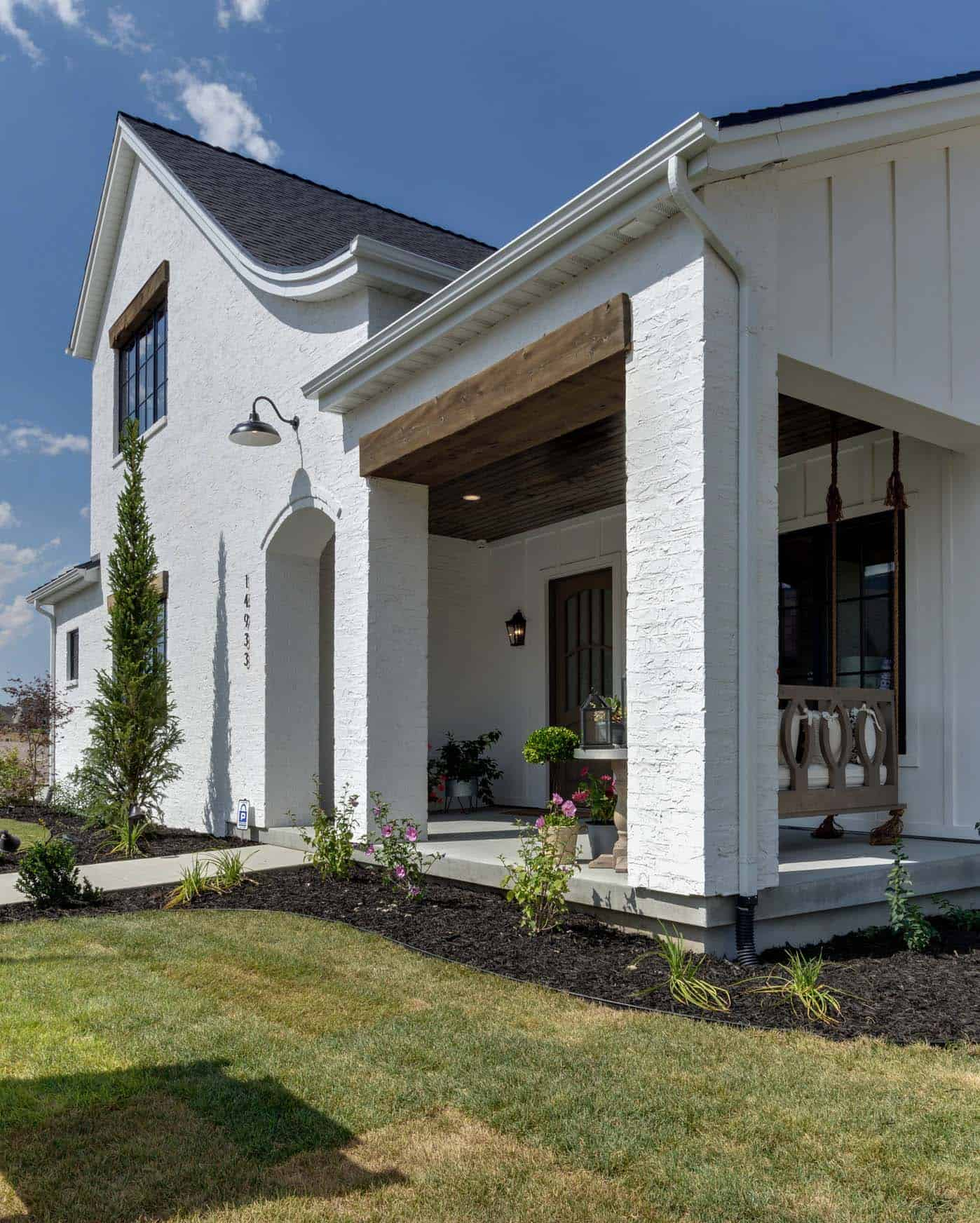 modern-farmhouse-model-home-exterior