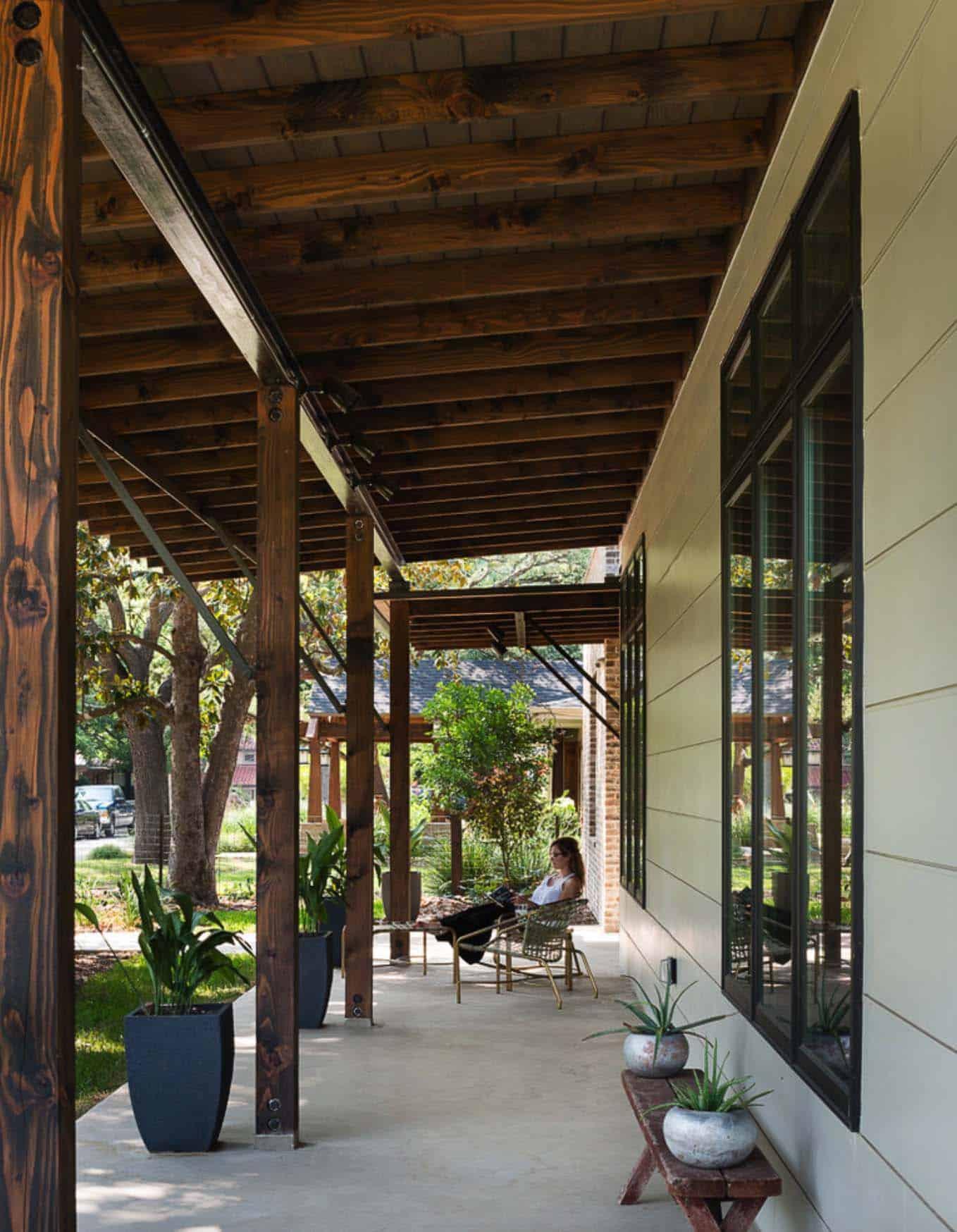 contemporary-rustic-home-porch