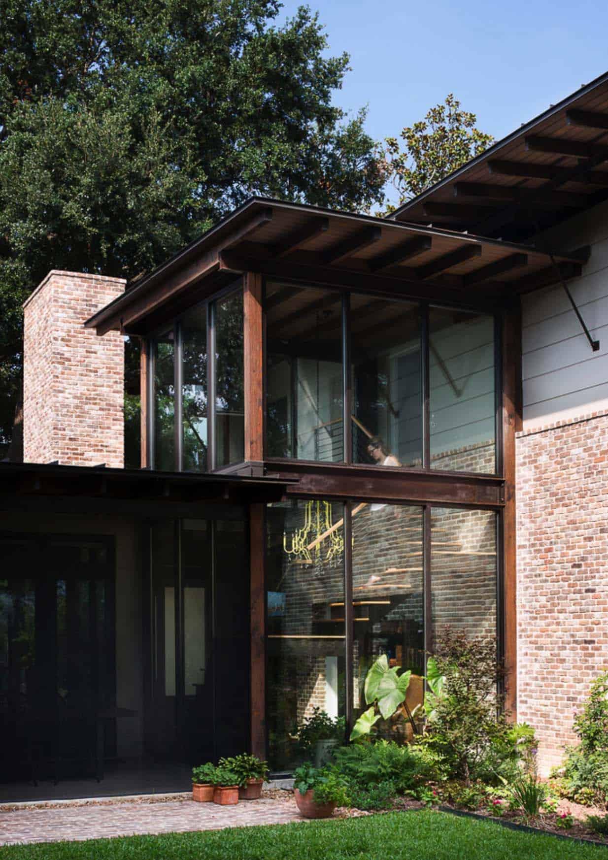 contemporary-rustic-home-exterior