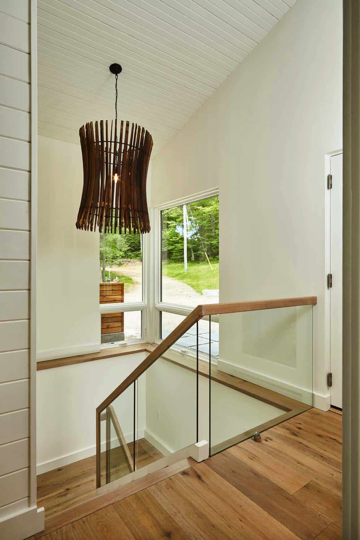cottage-rustic-staircase
