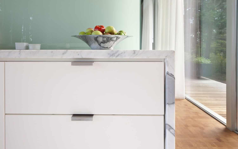 contemporary-bedroom-dresser-detail