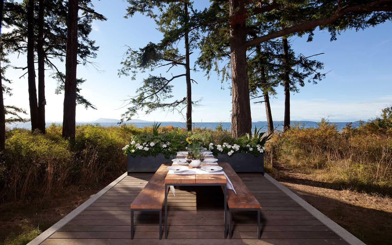contemporary-outdoor-dining