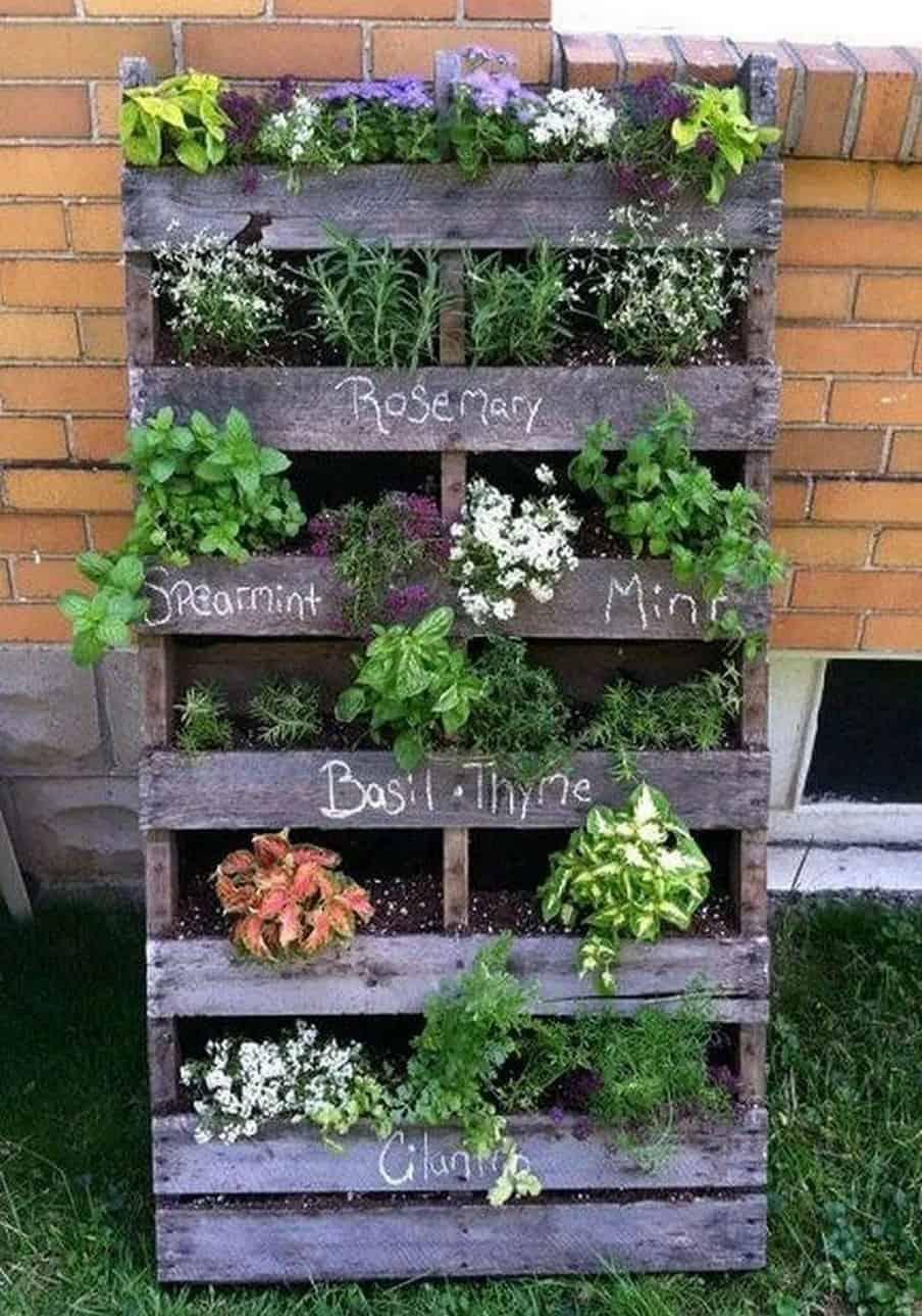 wood-pallet-garden-idea