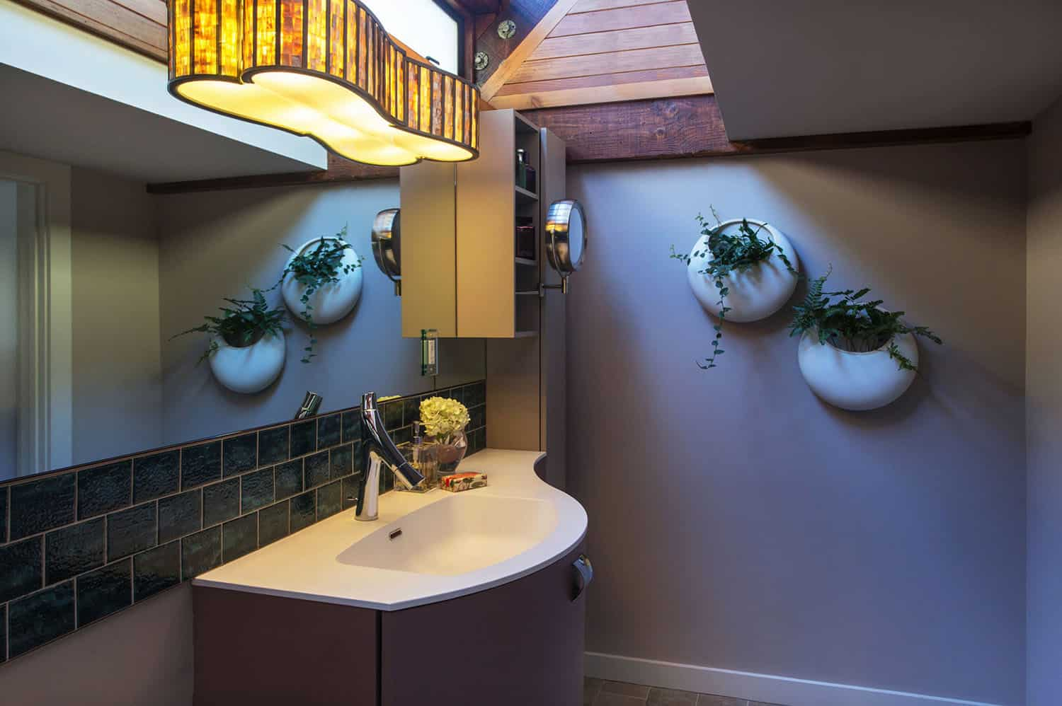 houseboat-eclectic-bathroom