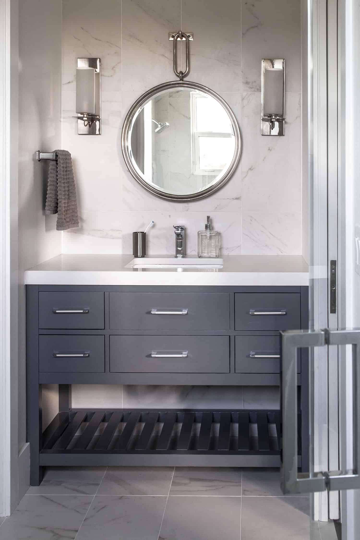 transitional-guest-bathroom