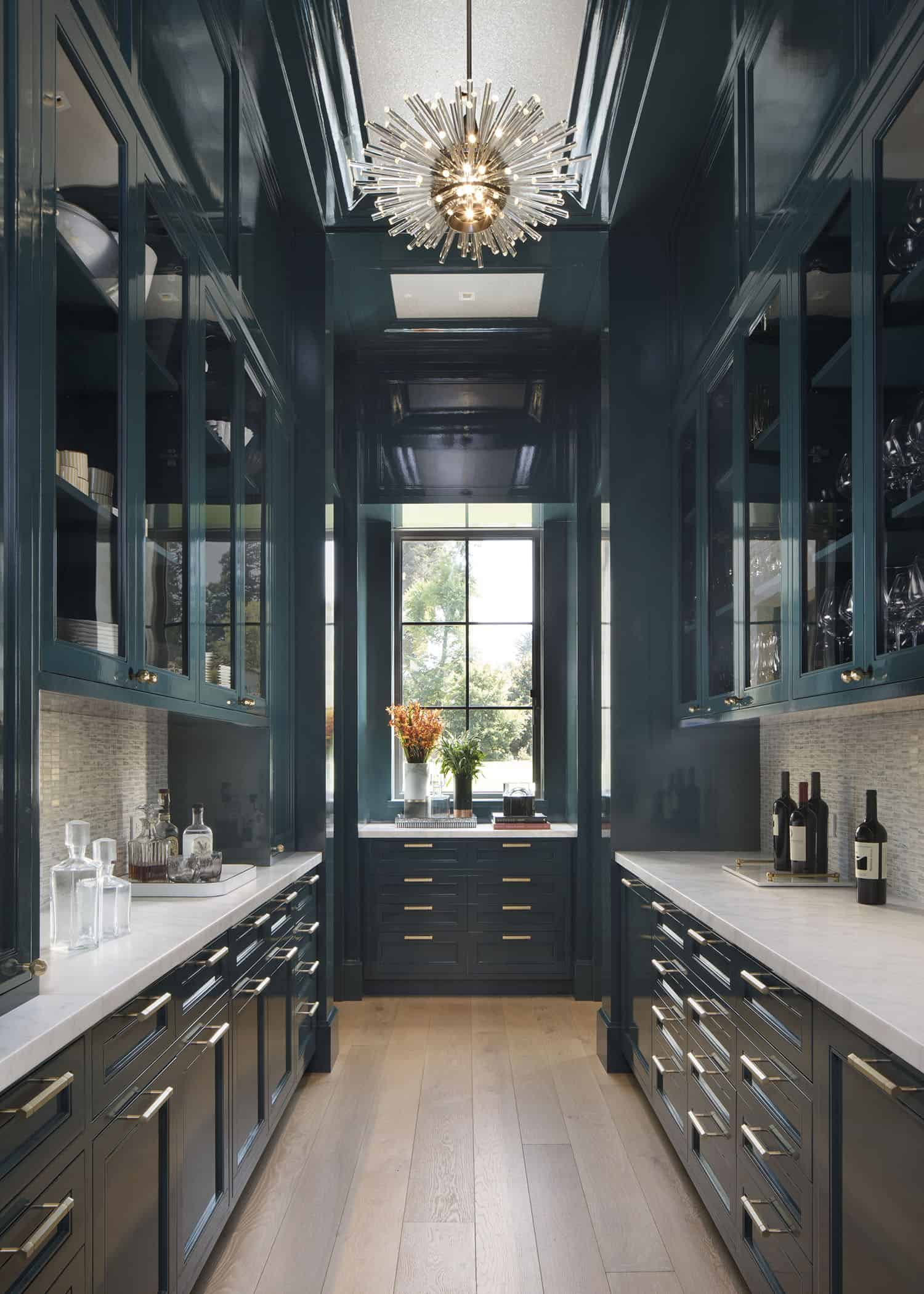 transitional-style-butlers-pantry