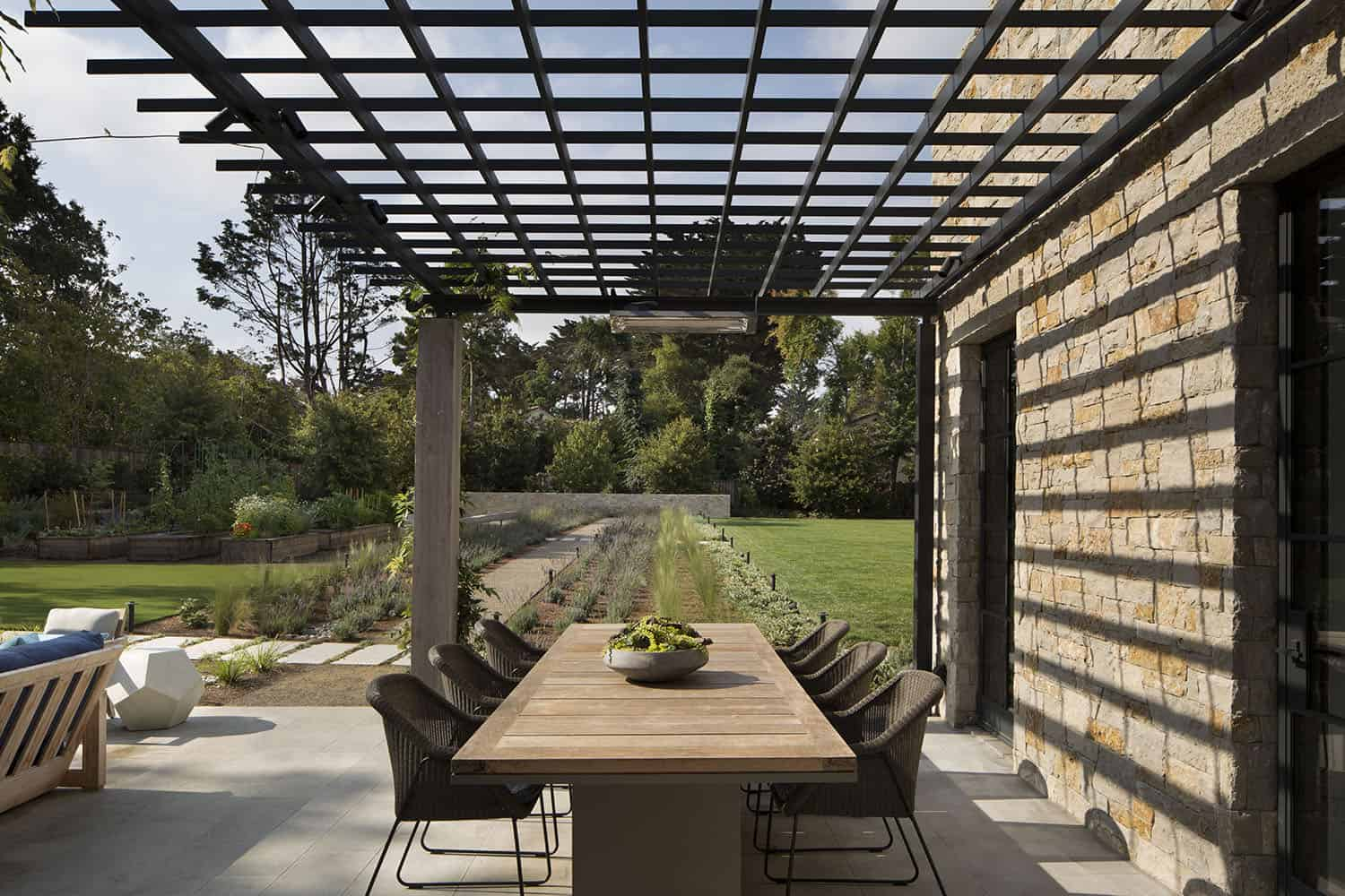transitional-style-patio