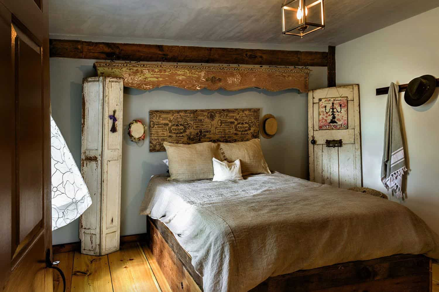barn-restoration-farmhouse-bedroom