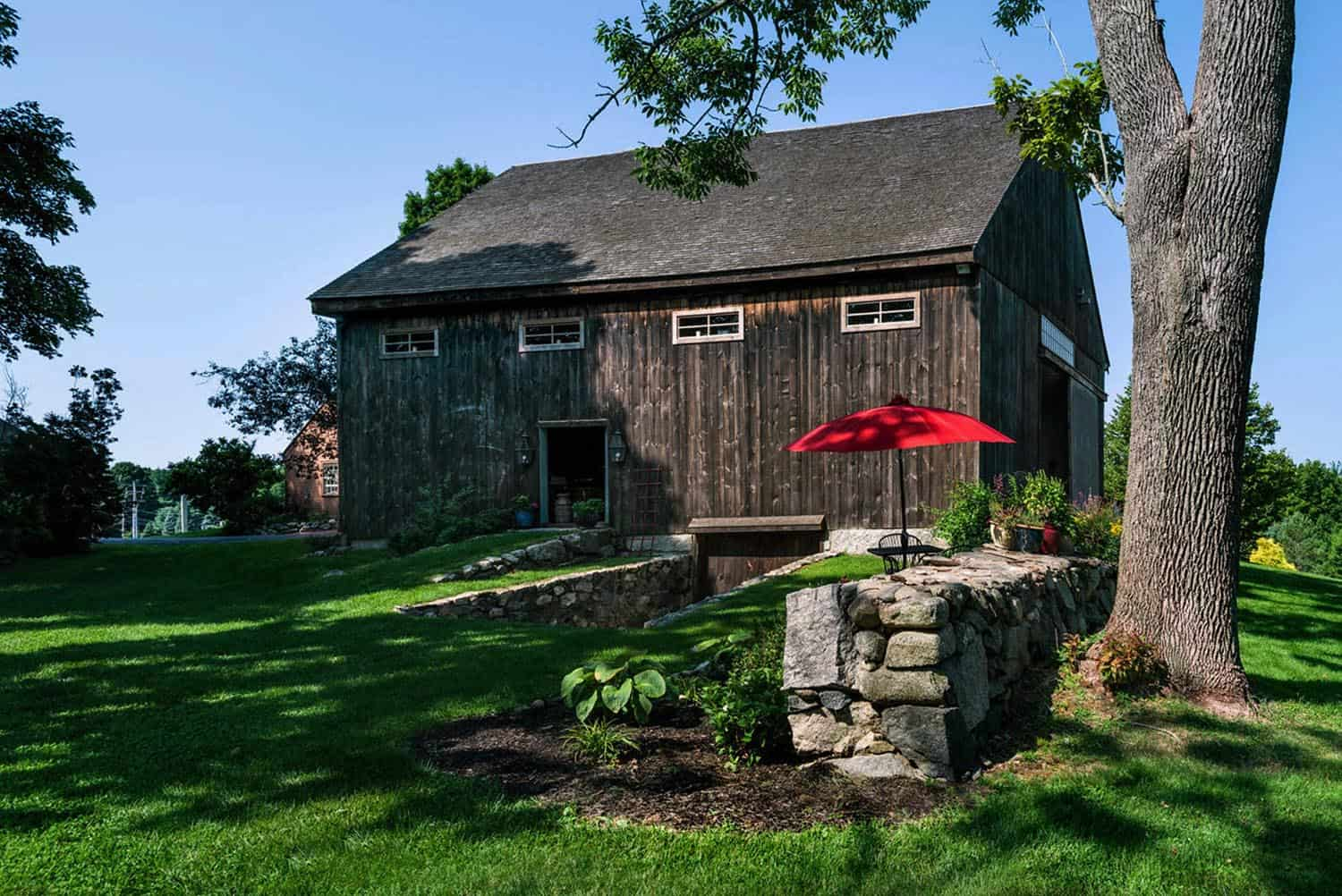 barn-restoration-farmhouse-exterior