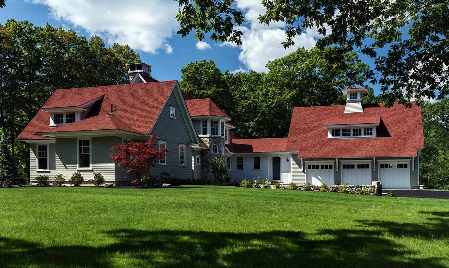 new-england-hideaway-beach-style-house-exterior