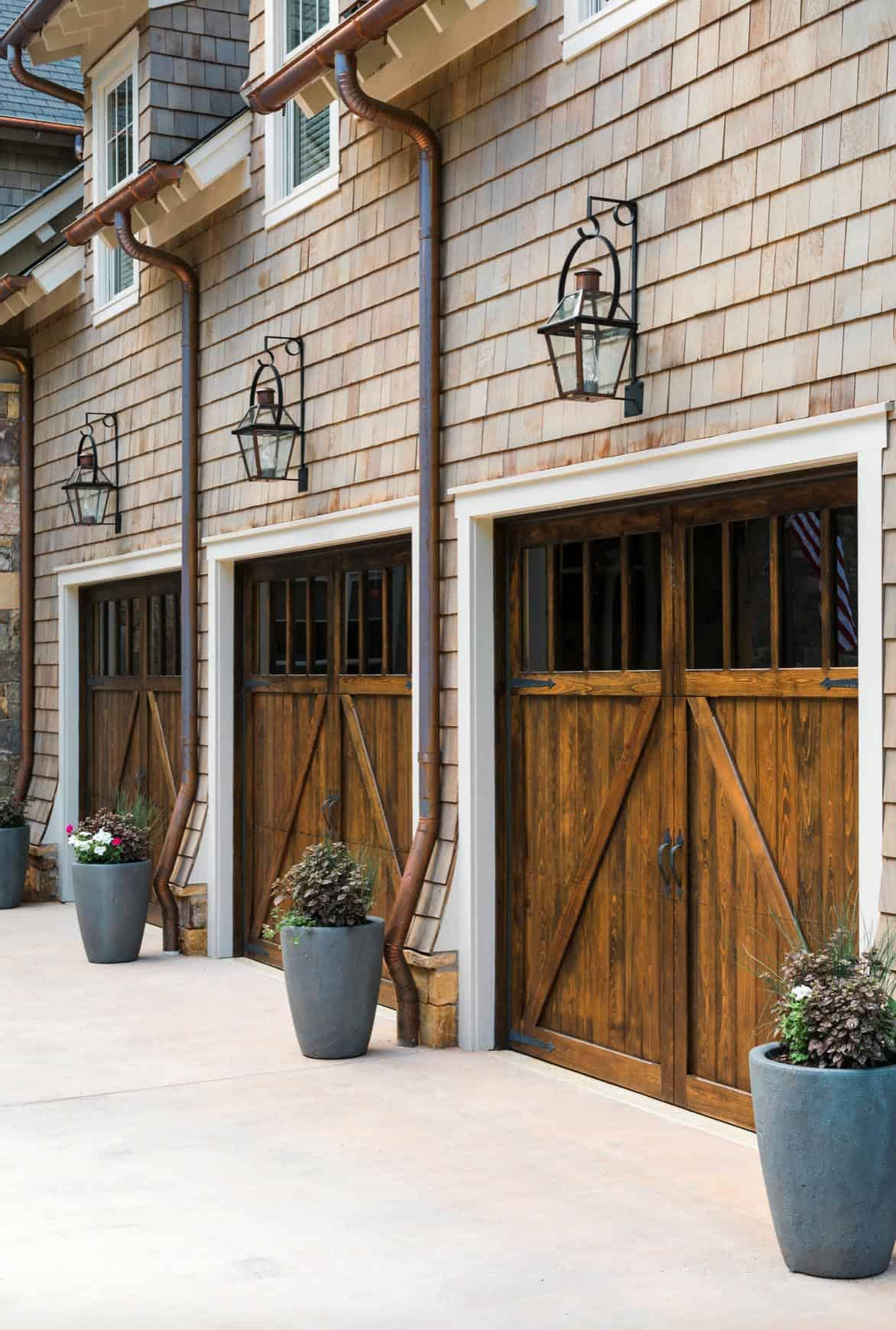 beach-style-home-exterior-garage