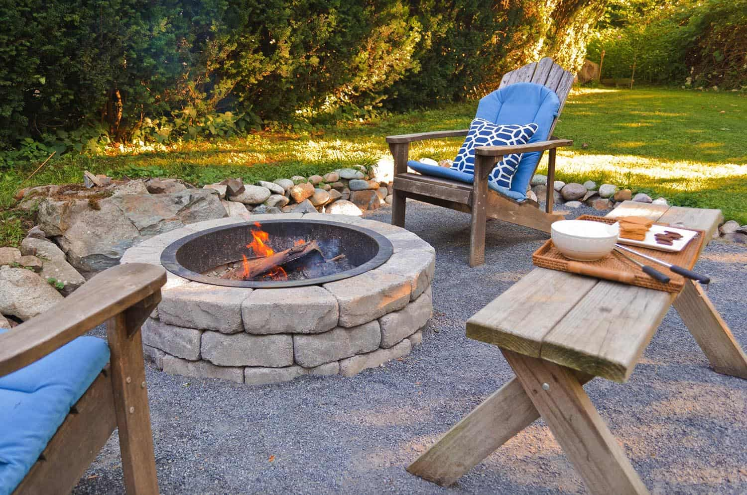 coastal-style-outdoor-design-ideas-with-fire-pit