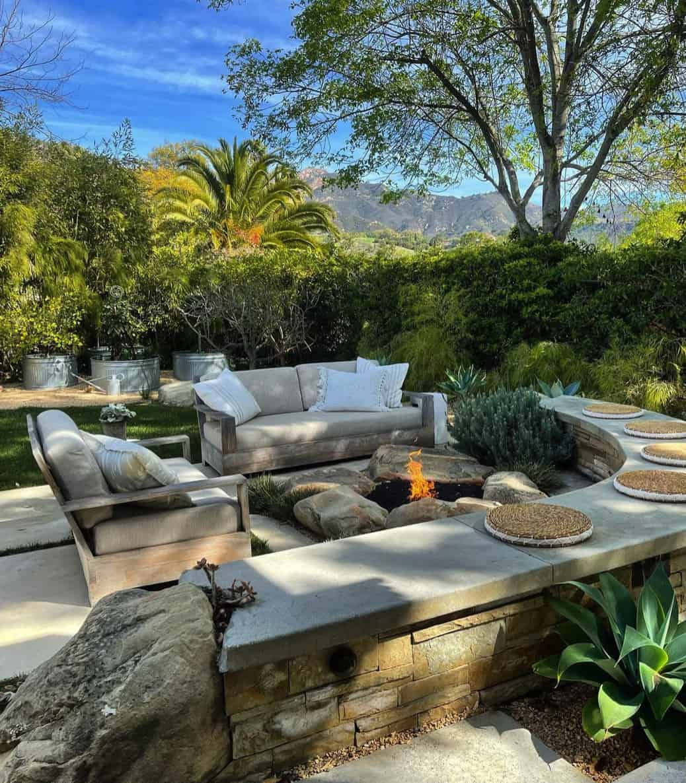 coastal-style-backyard-fire-pit