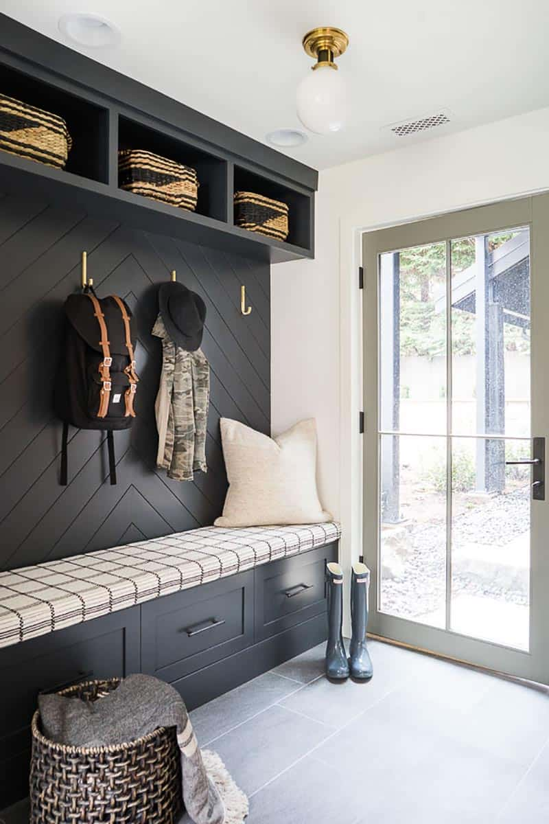 farmhouse-mudroom-entry