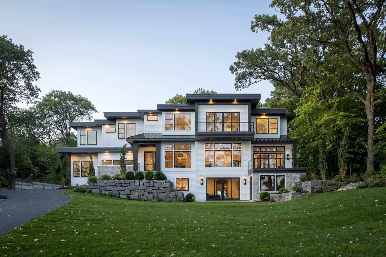 contemporary-lakeshore-home-exterior