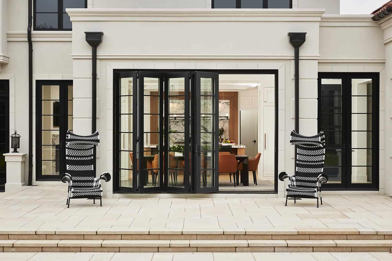 modern-mediterranean-home-patio
