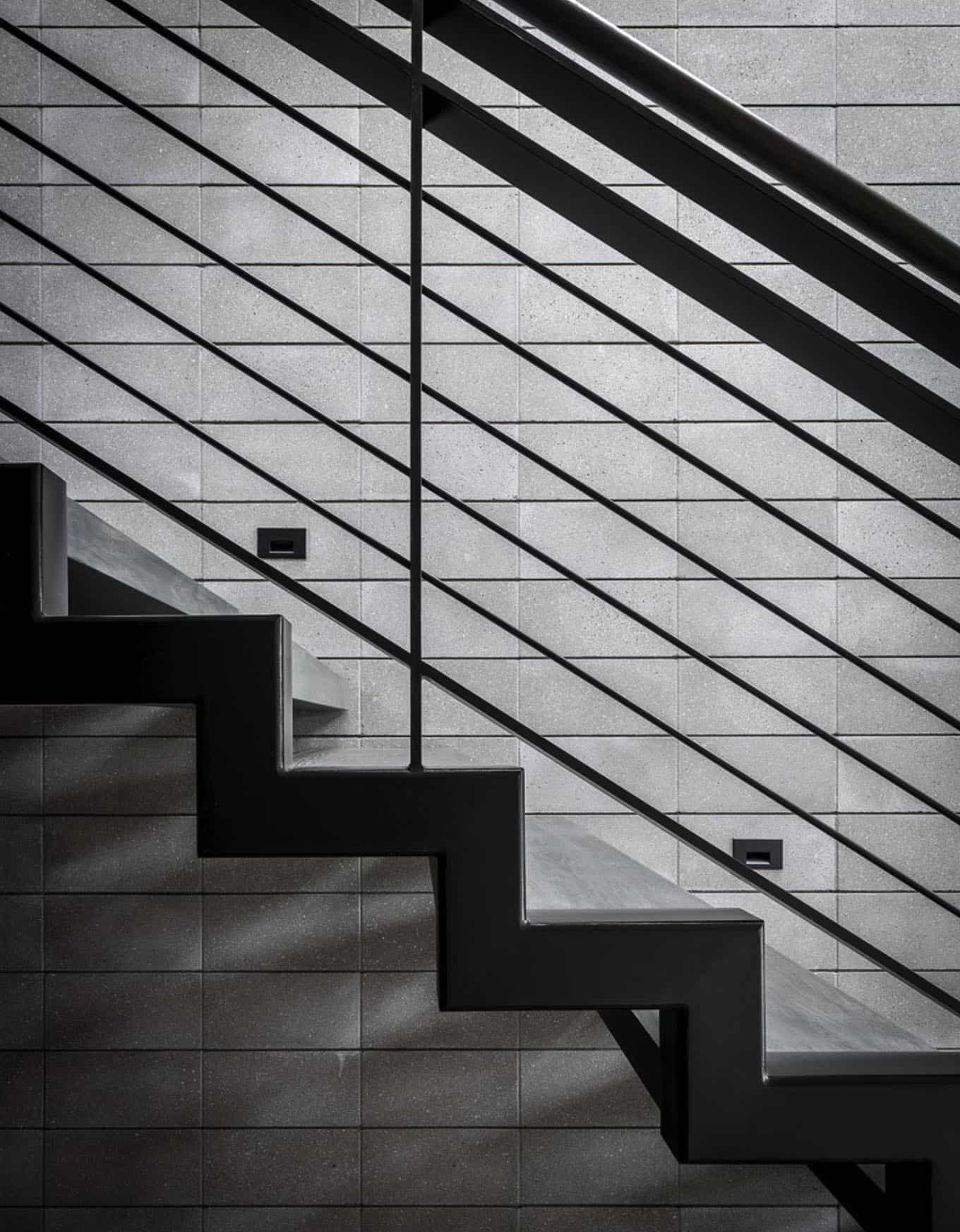 midcentury-staircase