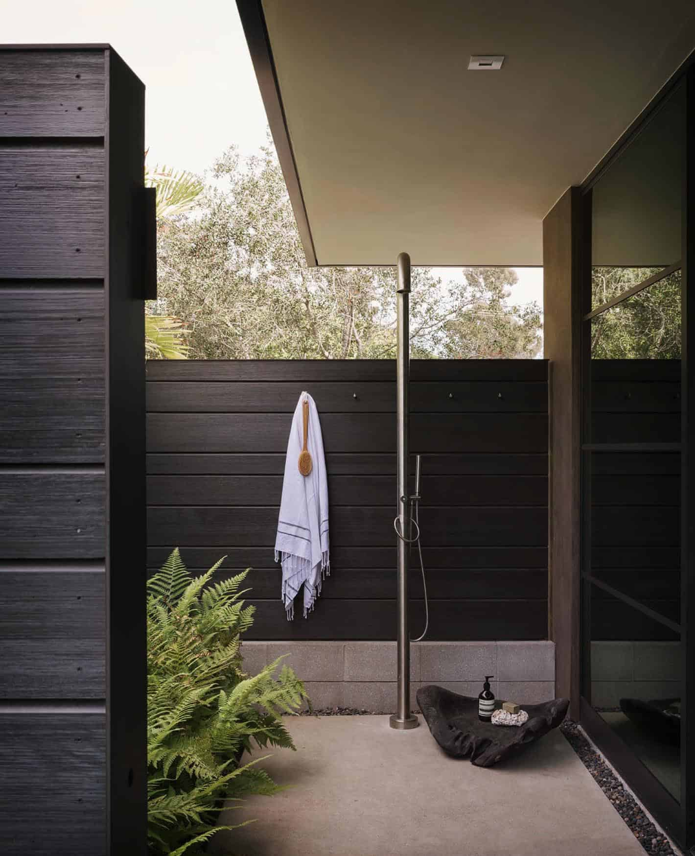 midcentury-patio-outdoor-shower