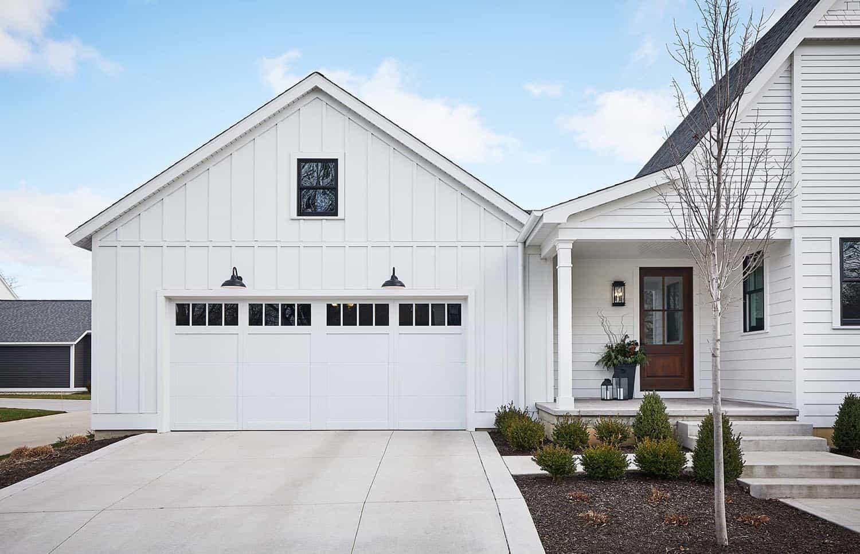 modern-farmhouse-exterior-garage