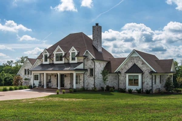 featured posts image for House Tour: An absolutely gorgeous transitional farmhouse in Tennessee