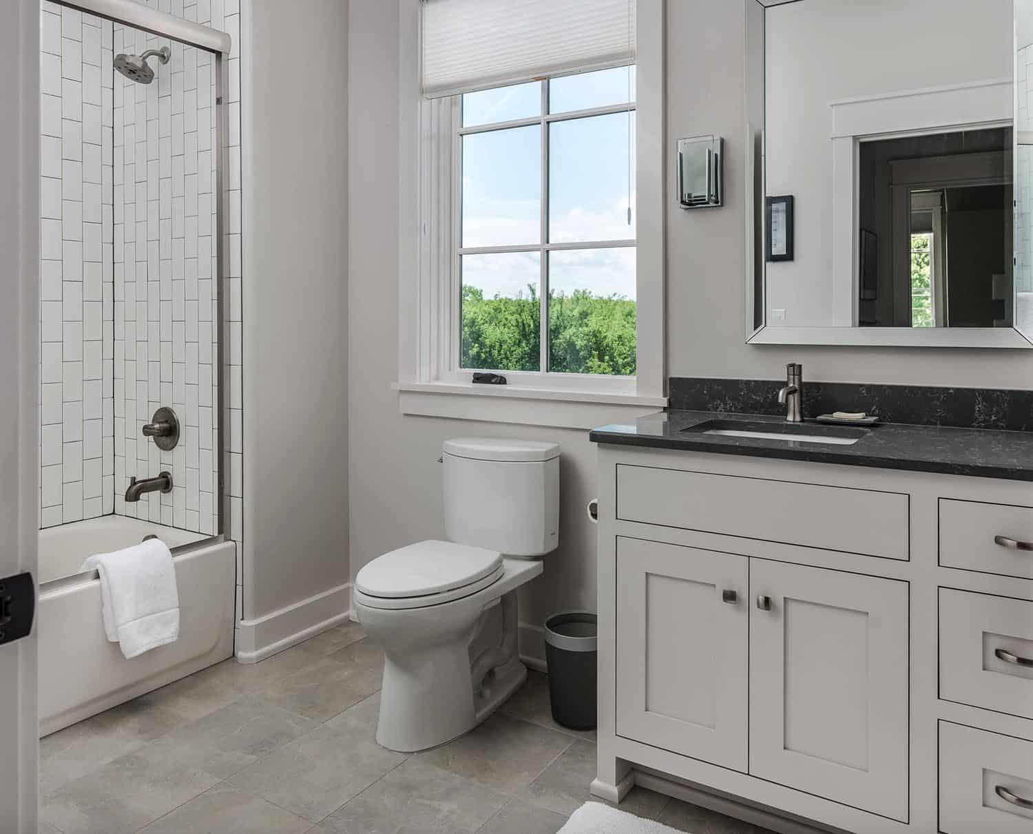 transitional-guest-bathroom