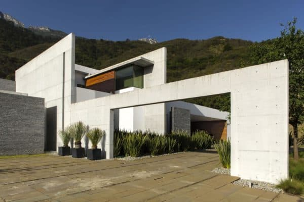 featured posts image for Incredible modern home surrounded by mountains of northeast Mexico