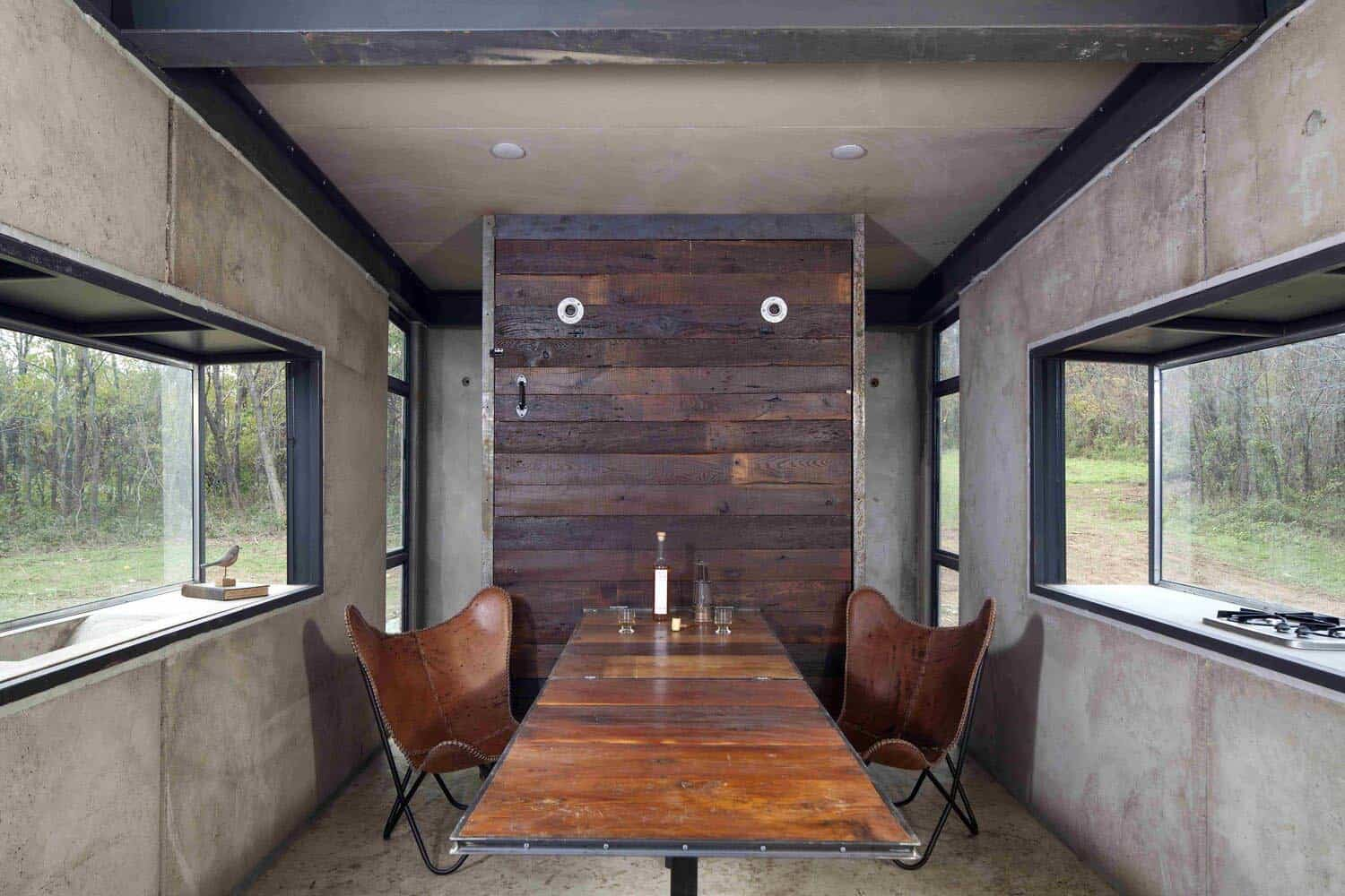 concrete-cabin-dining-room