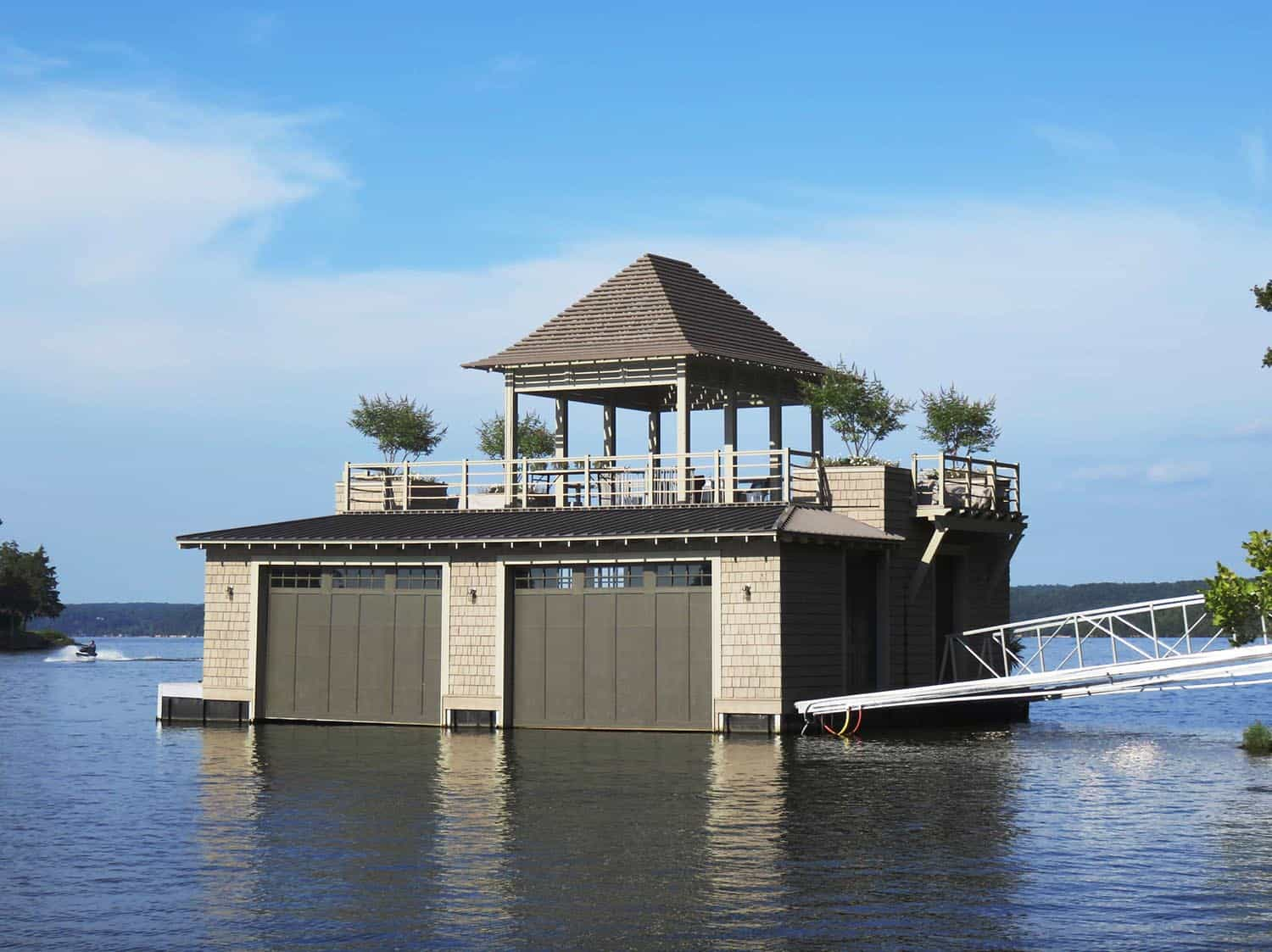 traditional-floating-boat-house