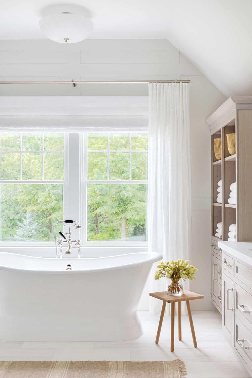 traditional-master-bathroom