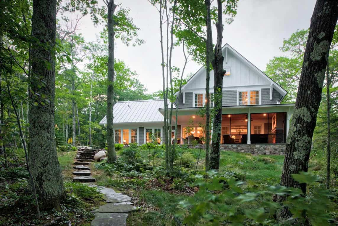 Warm and inviting cottage getaway on the shores of Lake Superior