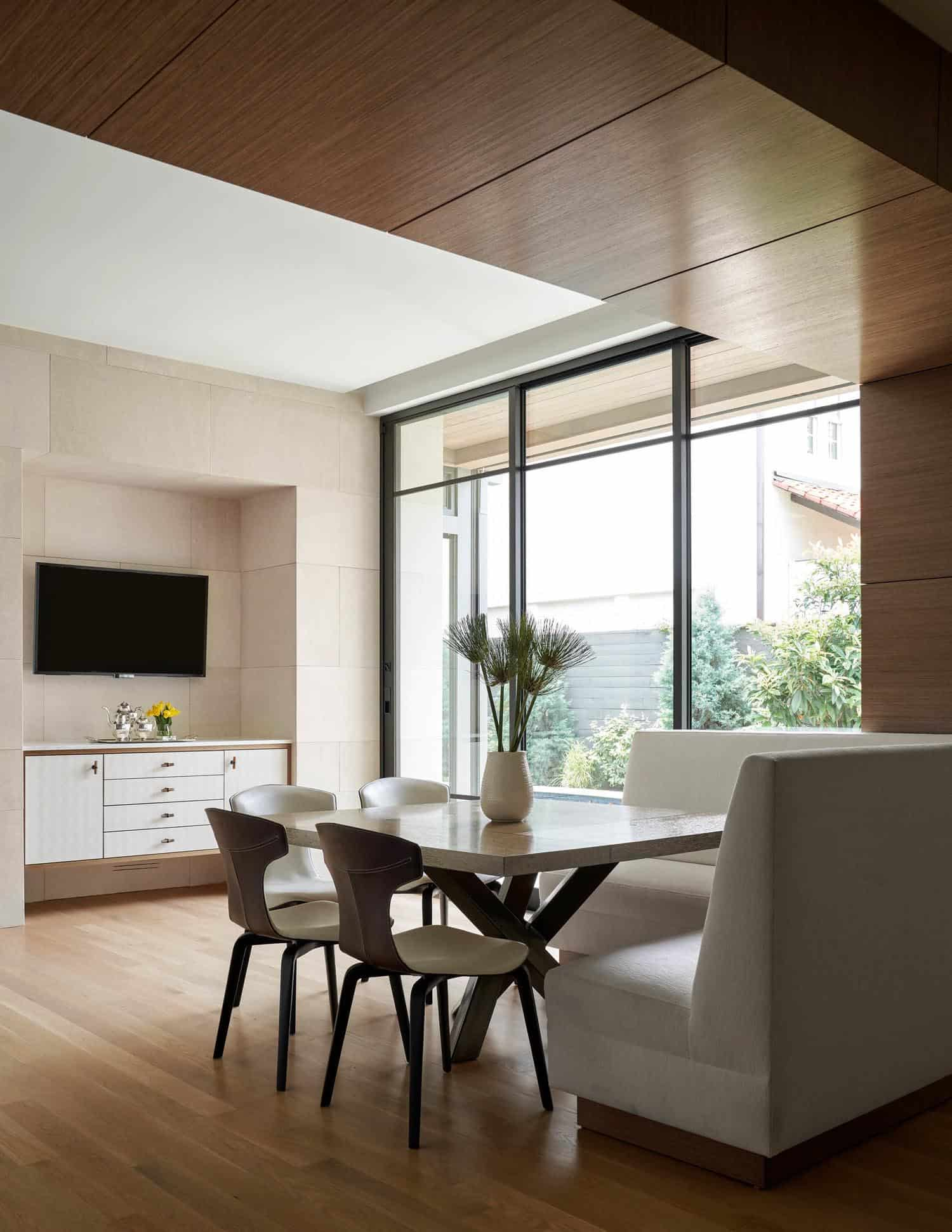 contemporary-empty-nesters-home-dining-nook