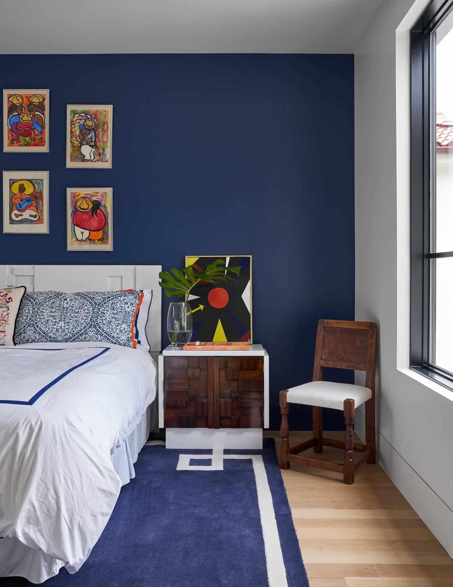contemporary-empty-nesters-home-bedroom