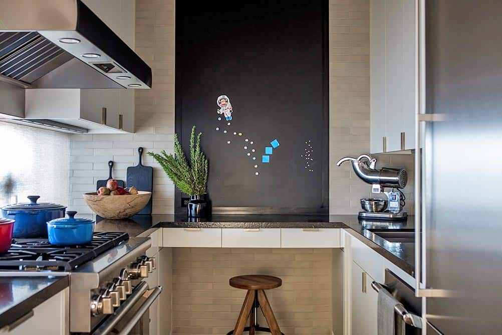 contemporary-kitchen-pantry