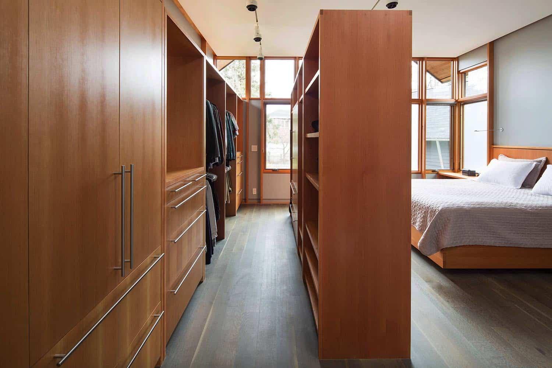 contemporary-master-bedroom-closet