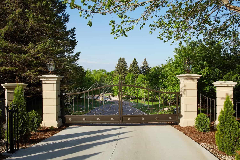 victorian-home-landscape-gate