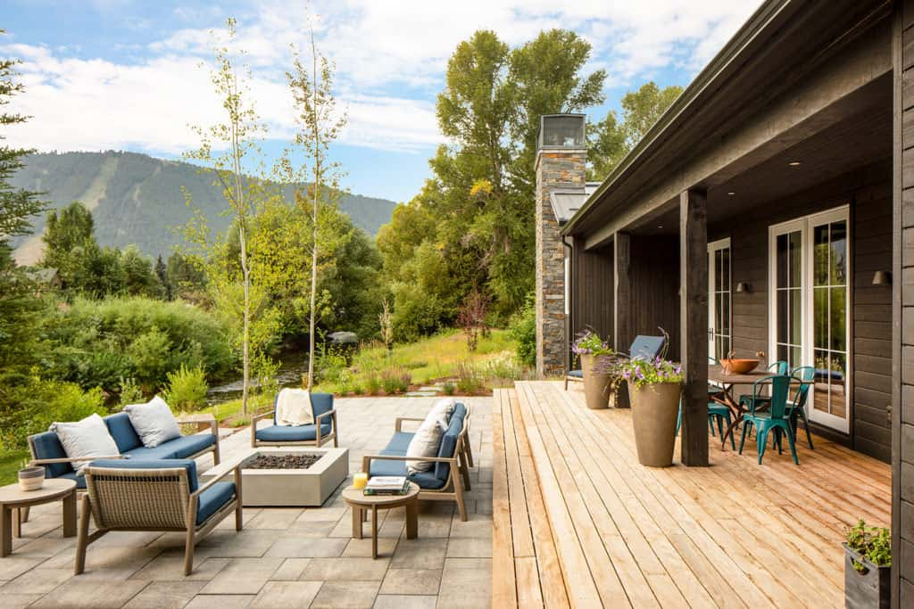 modern-farmhouse-deck