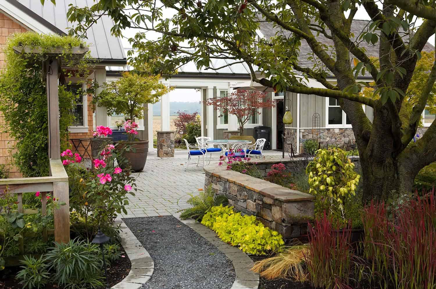 beautiful-courtyard-garden-ideas
