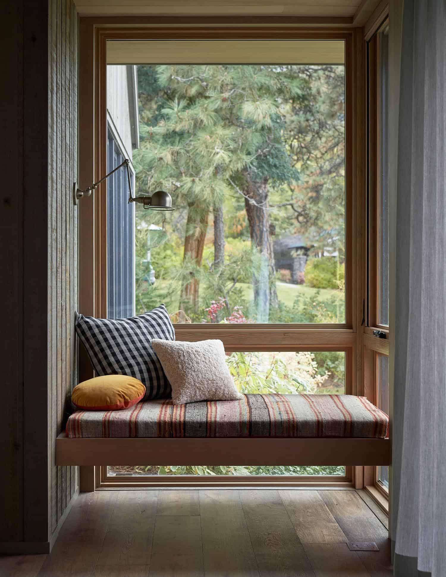 modern-window-seat