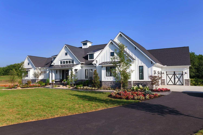 luxurious-urban-farmhouse-exterior