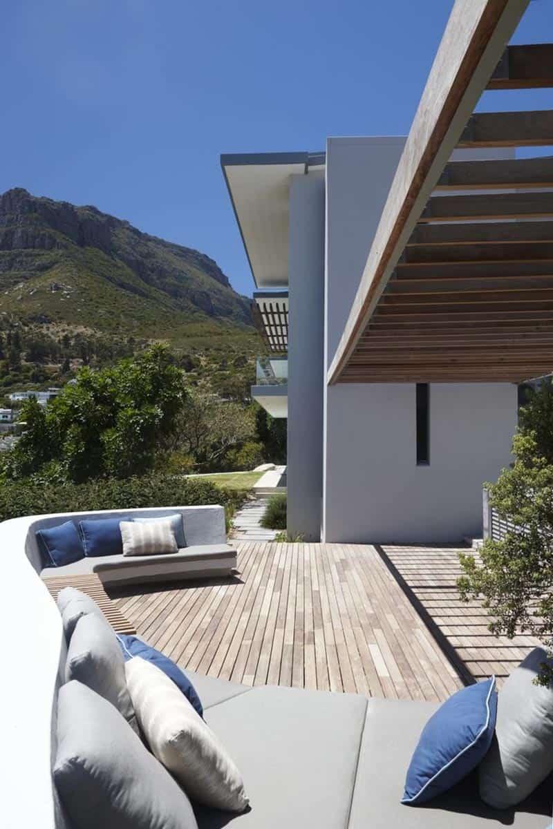 luxury-seaside-home-exterior