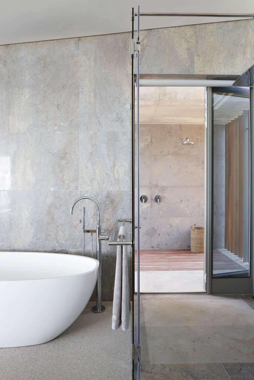 seaside-home-bathroom